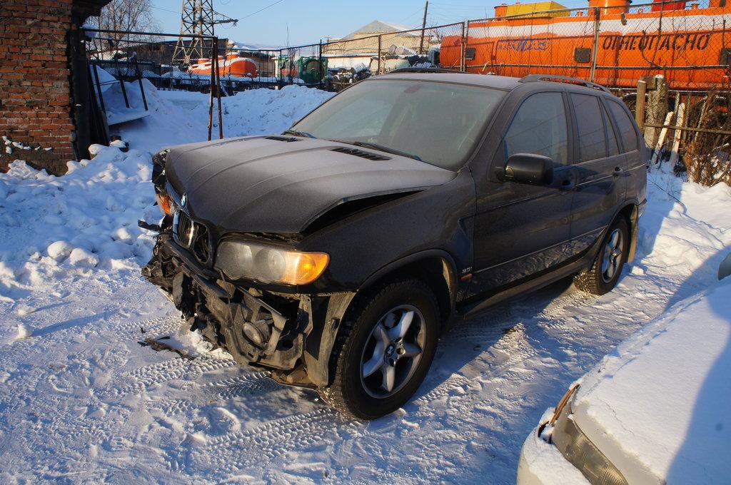 На Прикарпатті трапилося ДТП за участю елітного позашляховика