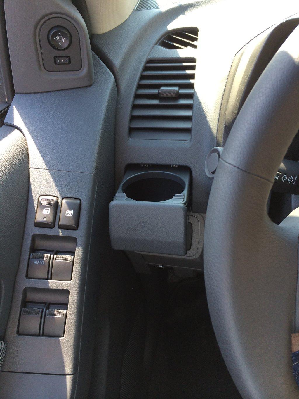Зеркала складыватся кнопкой.и мой любимый, удобный подстаканник для чая. 10 мест с подстаканниками в авто! удобно