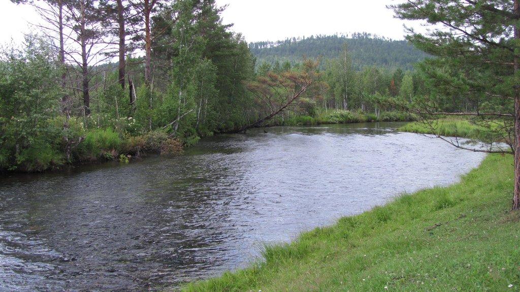 А это уже река малая Белая предгорье Саян в тайге...да да не удивляйтесь я уехал на этой машине туда куда ездят на уазах и нивах...
