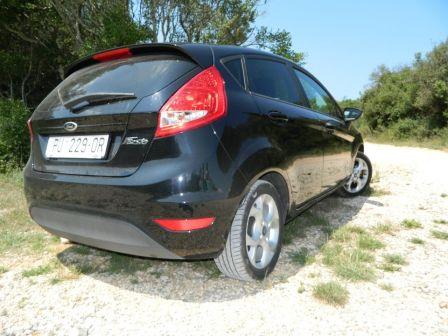 Ford Fiesta 2013 - отзыв владельца