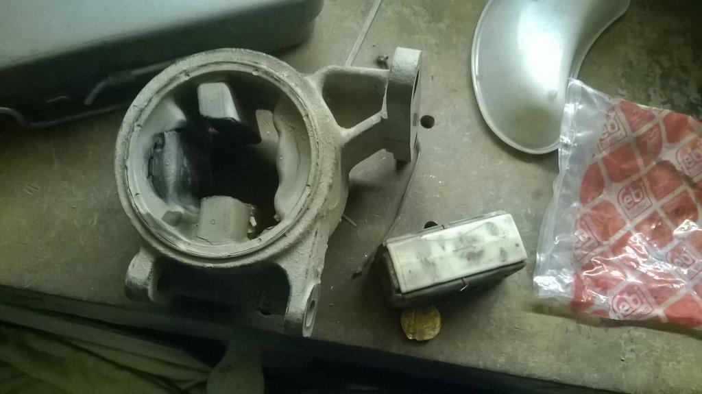 в таком состоянии была подушка двигателя!