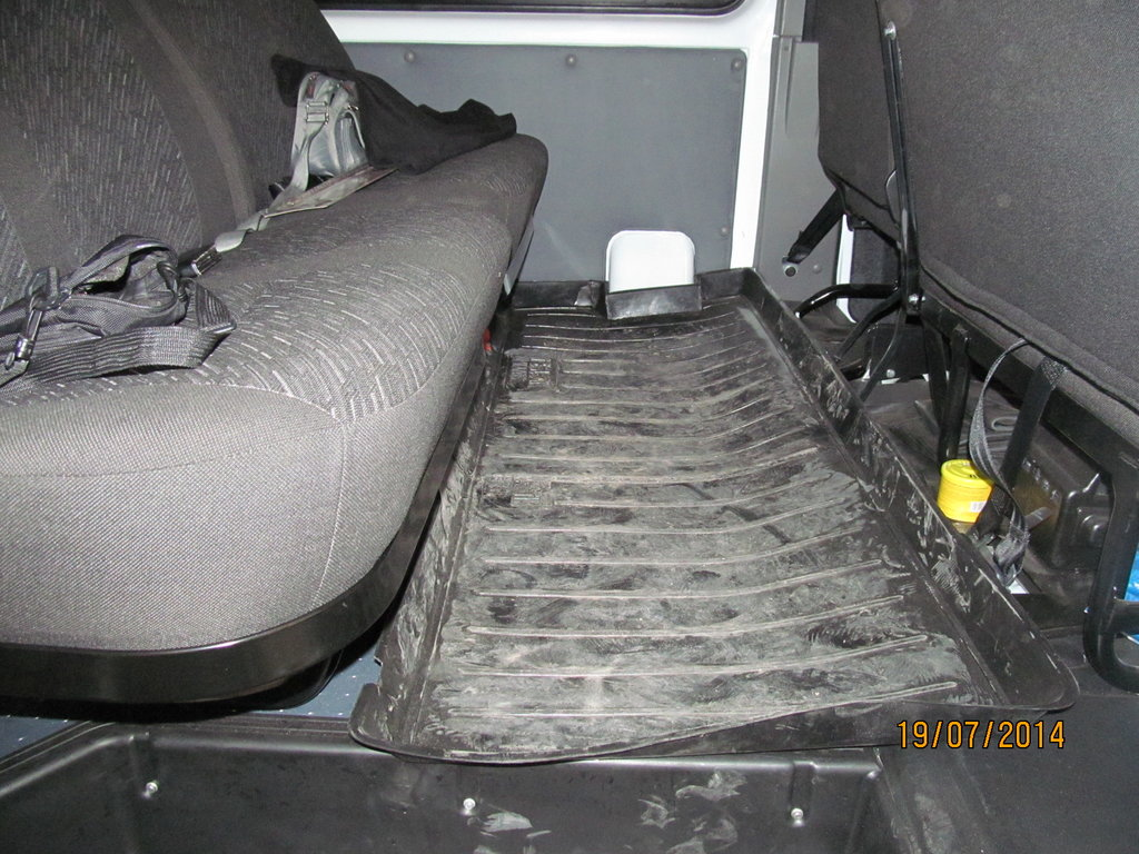 Коврик изготовил из двух поддонов для багажника какого-то а/м посредствам паяльника.