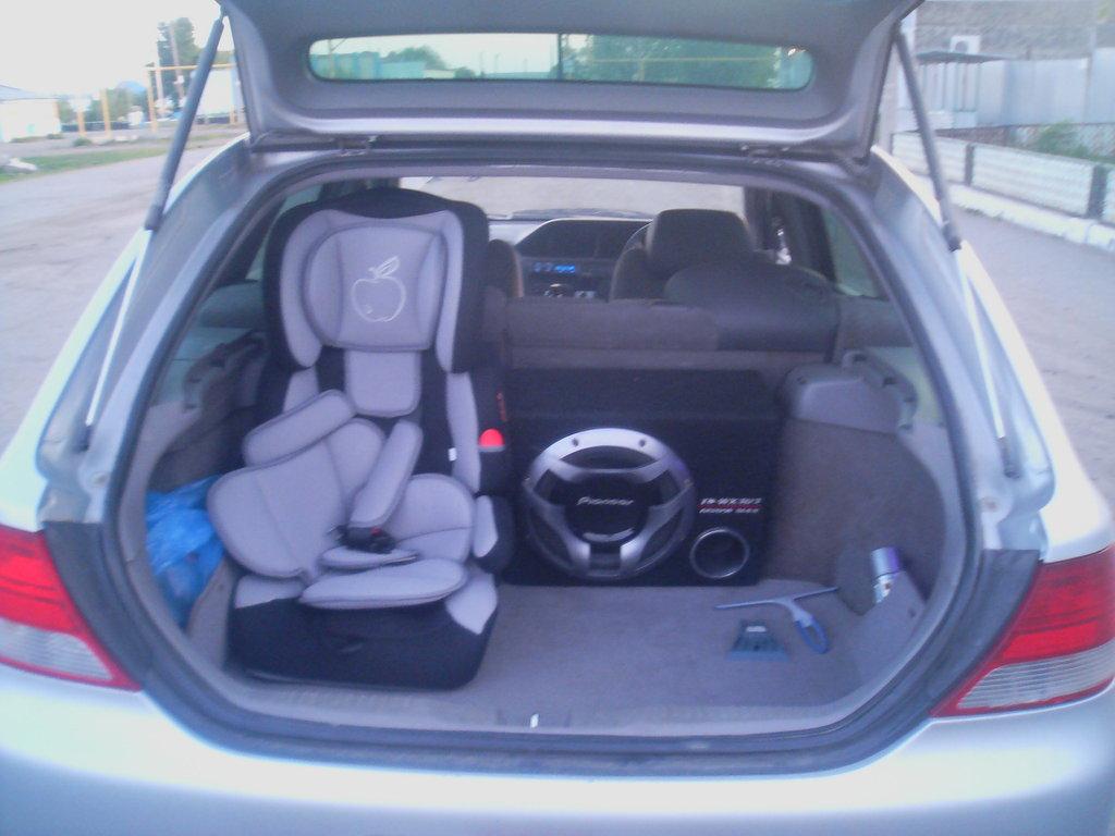 """Багажник \""""по умолчанию\"""". Вместимость - саб, детское кресло и... всё, только какой-нибудь хлам, типа сумок и чемоданов."""