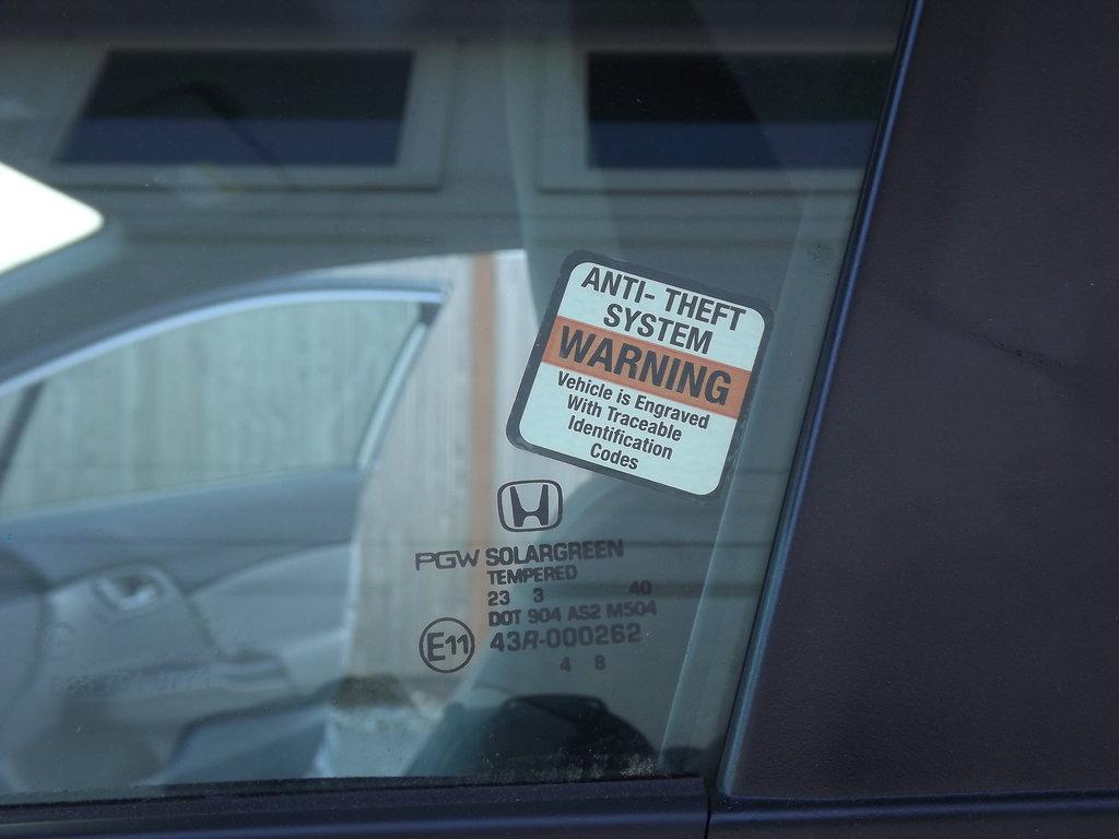 Как бы защищает от краж. У нас в основном воруют машины что-бы куда-то доехать, перевезти наркотики, а потом бросают.