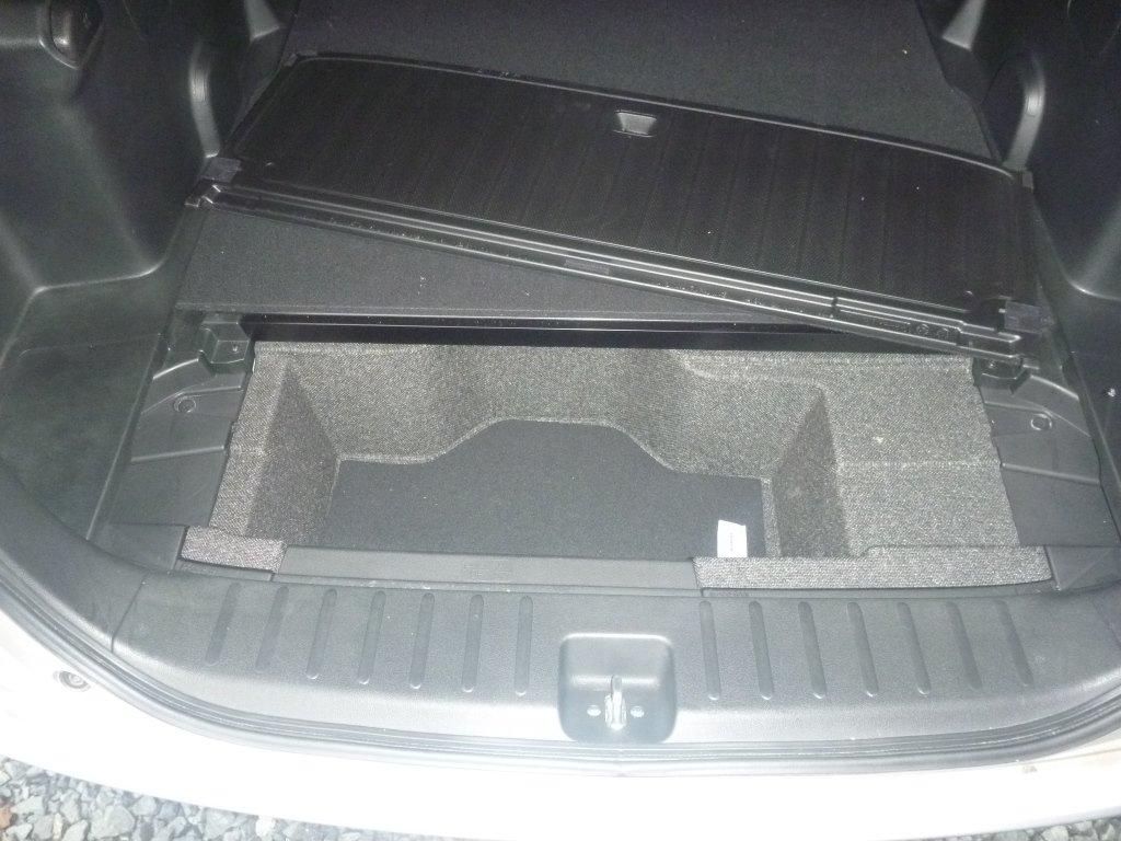 вот такой ящик под полом в багажнике