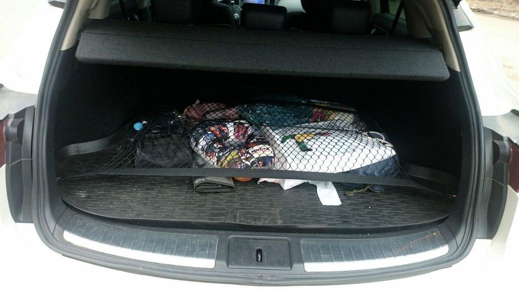 сетка в багажник была сразу в машине