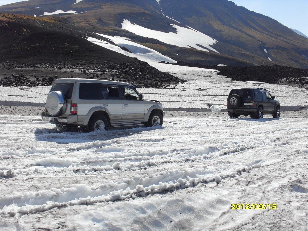 На Камчатке можно и в конце лета кого-нибудь из сугроба вытащить.