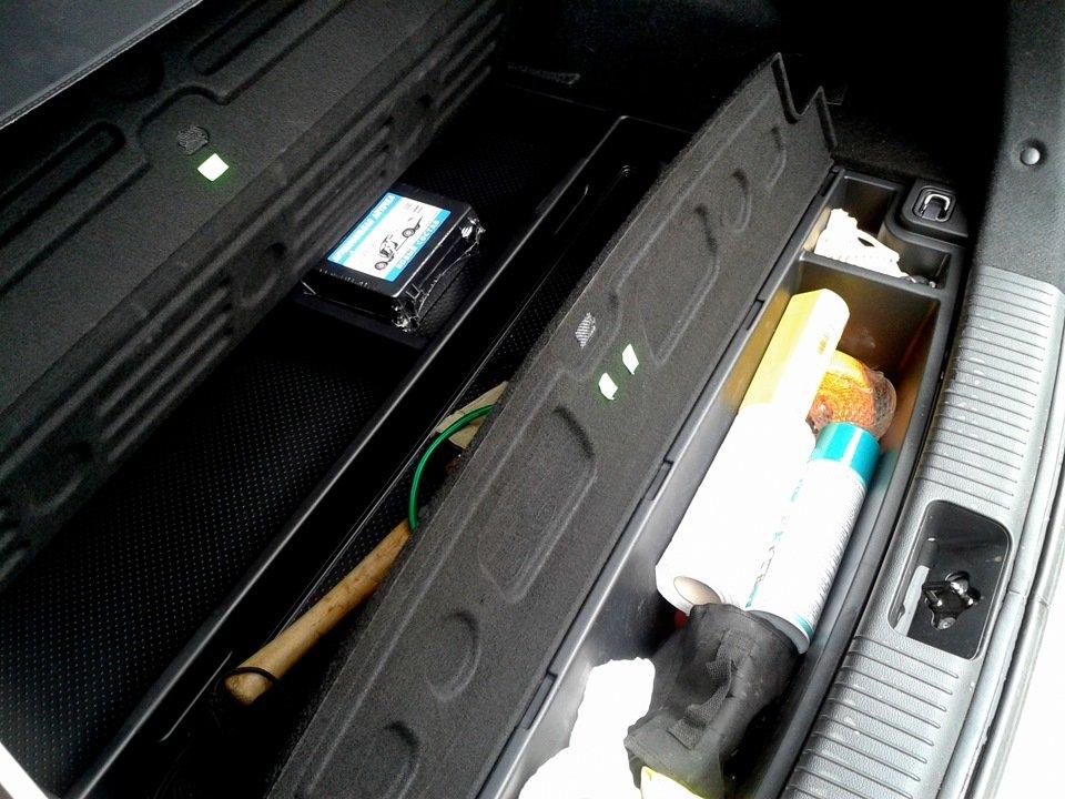 Органайзер нереально емкий. Даже сложив в него все свое автомобильно-багажное барахло, я не смог заполнить его до конца