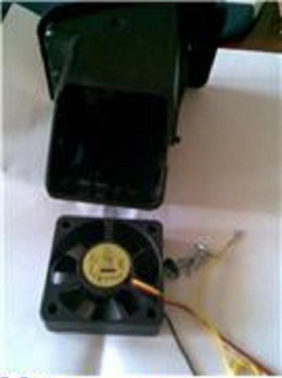 Боковой дефлектор с вентилятором. подходит кулер от видеокарты. Лучше ставить с втулкой - подшипники долго не ходят и шумят.