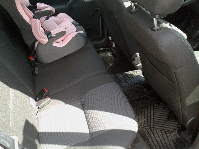 Дочка и жена оценили задние места Калины. Это вам не десятка. И на передних сидениях теперь не жмемся.