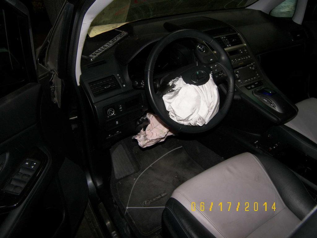 Сработали две подушки и водительский задние ремни.