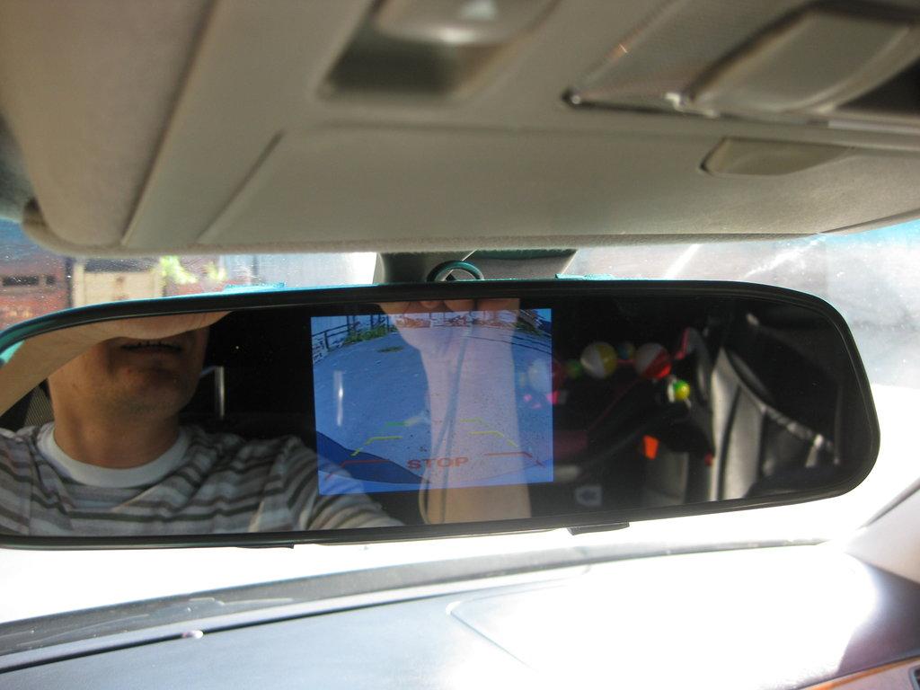 зеркало с монитором, задний ход помогает