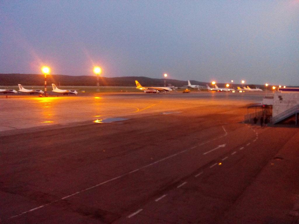 Пора лететь домой.., в ожидании AXELочки на северной земле... Красноярск. Аэропорт Емельяново.
