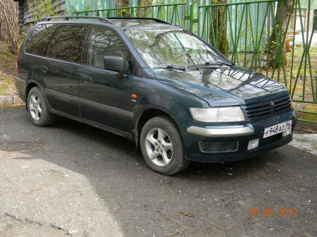 Mitsubishi Space Wagon 2001 - отзыв владельца