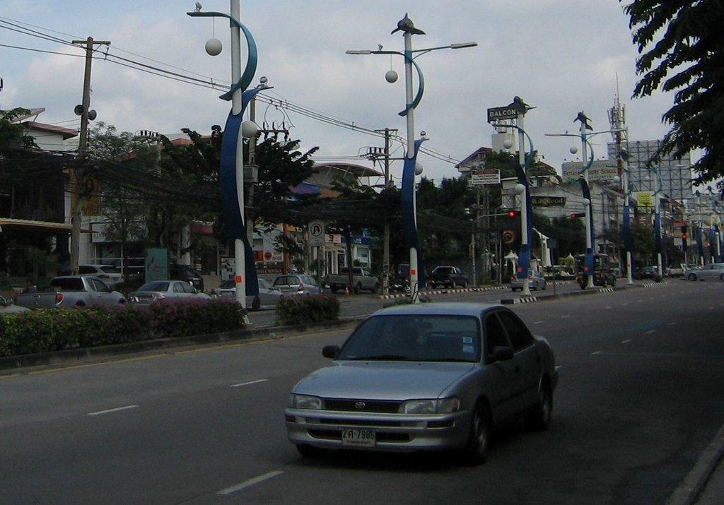 Corolla AE100 на Северной улице в Паттайе.