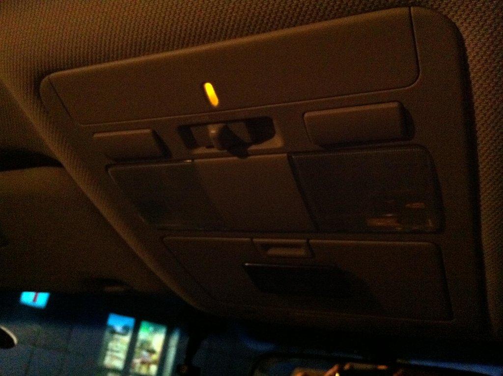 Подсветка зоны АКПП, проецируемая с потолка.