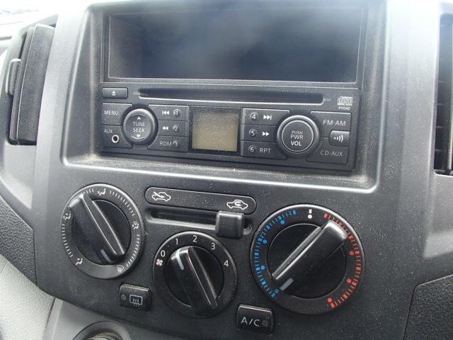 Штатная голова, МП3 не умеет. Только CD аудио. Была заменена на китайскую 2-х диновую голову.  Управление кондеем и печкой ручное. Климат-контроля невидел даже в самой богатой версии.