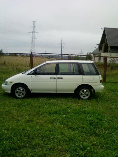 Nissan Prairie, 1991
