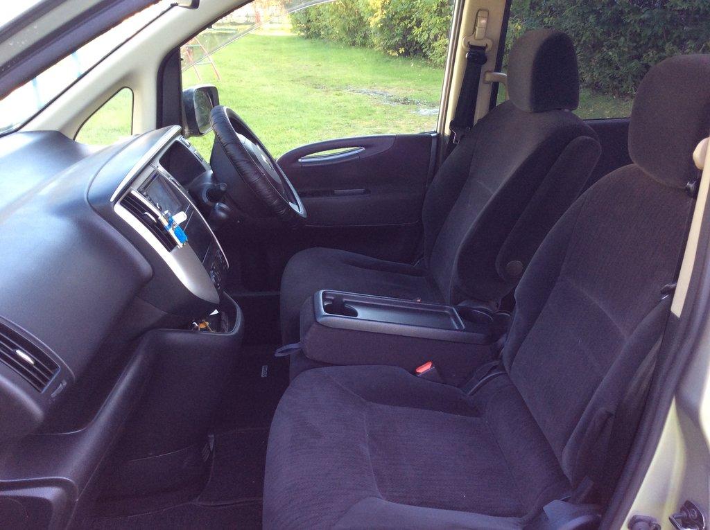 Средняя сидушка в сложенном состоянии переехала к водителю
