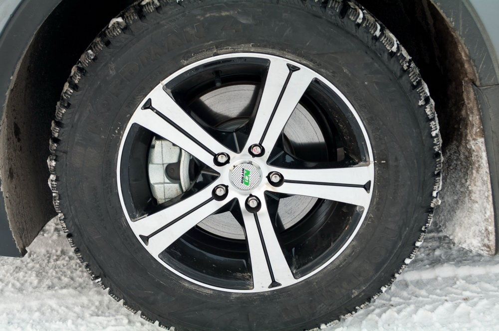 Мои зимние колёса 215х65х16, резина Нокиан Норман-4 шипы.