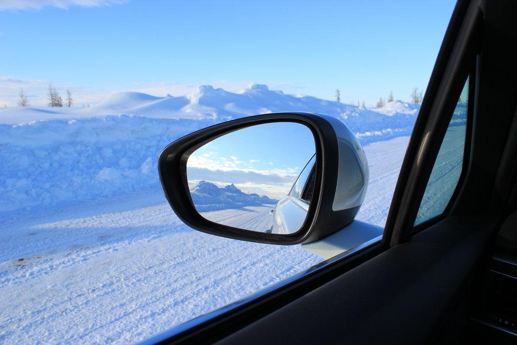 Обзорность, снег, первомай.