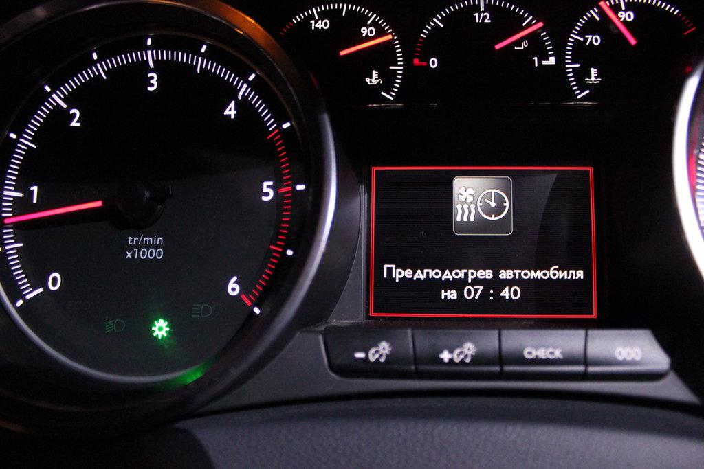 """Слова: \""""Предподогрев автомобиля на 07:40\"""" означают, что без двадцати восемь автомобиль будет прогрет. Во сколько именно будет запущена предпусковой подогреватель, решает компьютер. Ещё, выставив время заранее, либо, по желанию, немедленно, можно проветрить забортным воздухом салон, не запуская двигатель."""