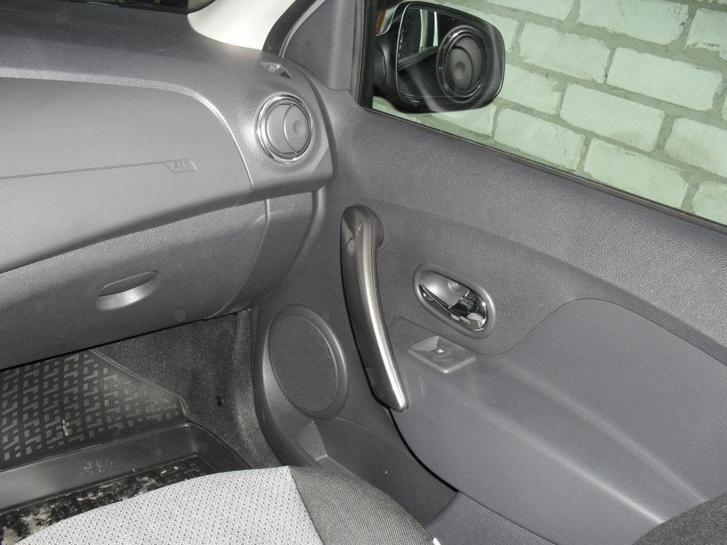 ручка дверцы - очень близко к передней части дверцы - почти нет рычага(плеча) призакрыти дверцы