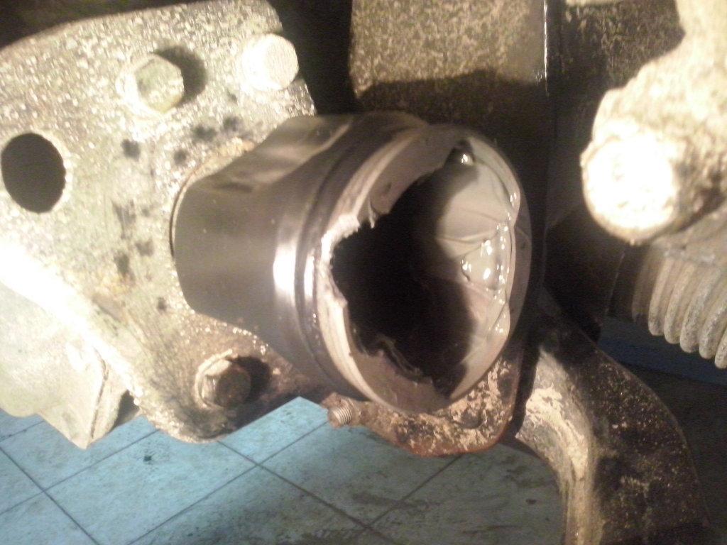Выпавший кусок металла внутреннего шруса