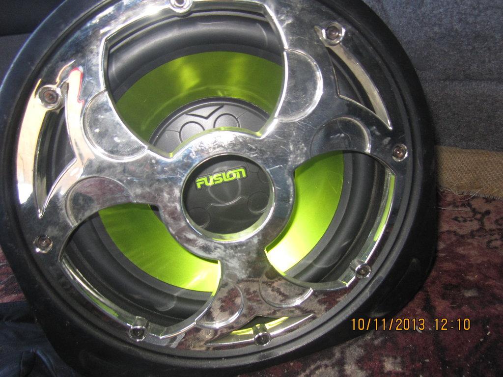 Саб Fusion 300 Вт, динамик 12 дюймов