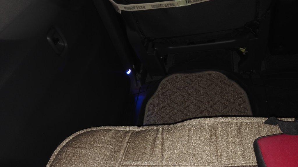 подсветка ног заднего пассажира