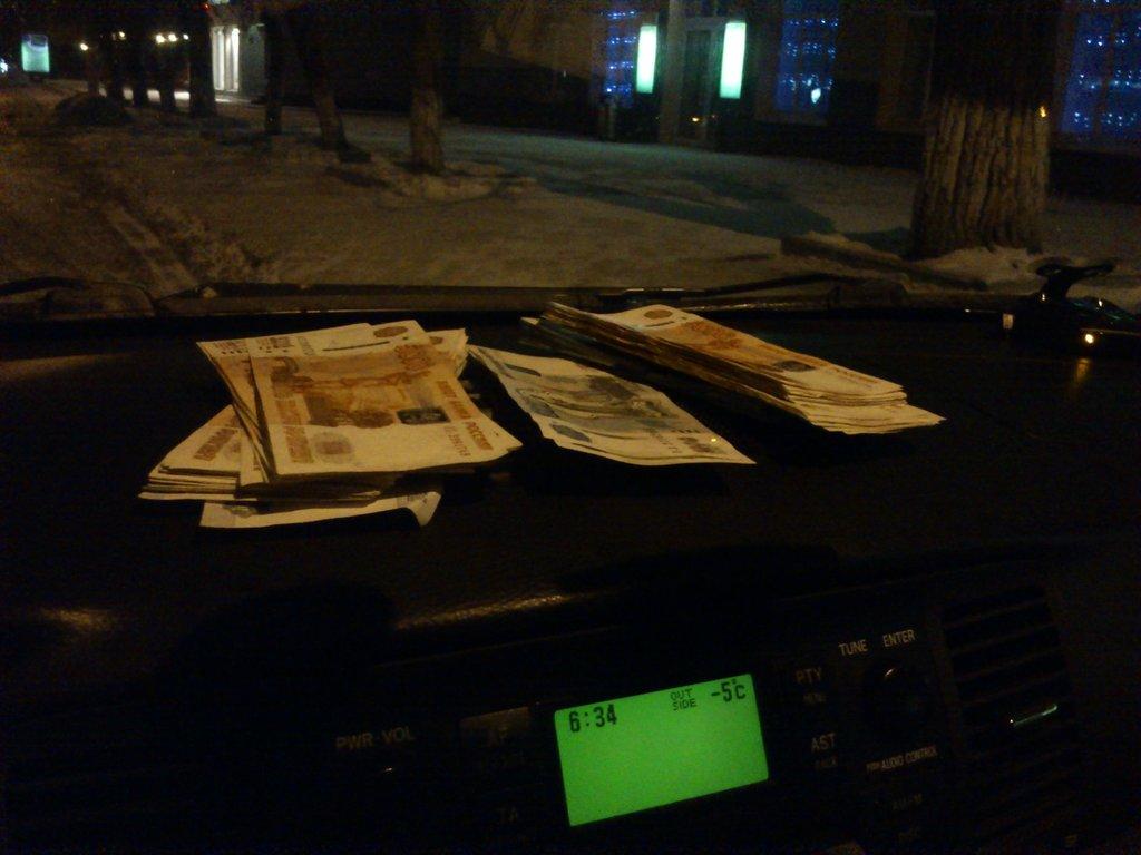 Утро. День покупки. Опустошили банкомат и погнали в Новосибирск. Не в деньгах счастье...
