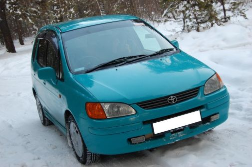 Toyota Corolla Spacio 1998 - отзыв владельца