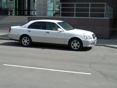 Toyota Crown Majesta, 2000