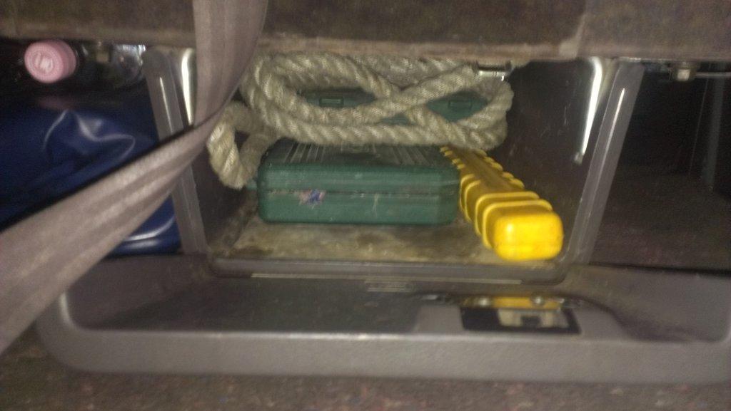 вместительный ящик,если убрать 12 м троса,места будет море