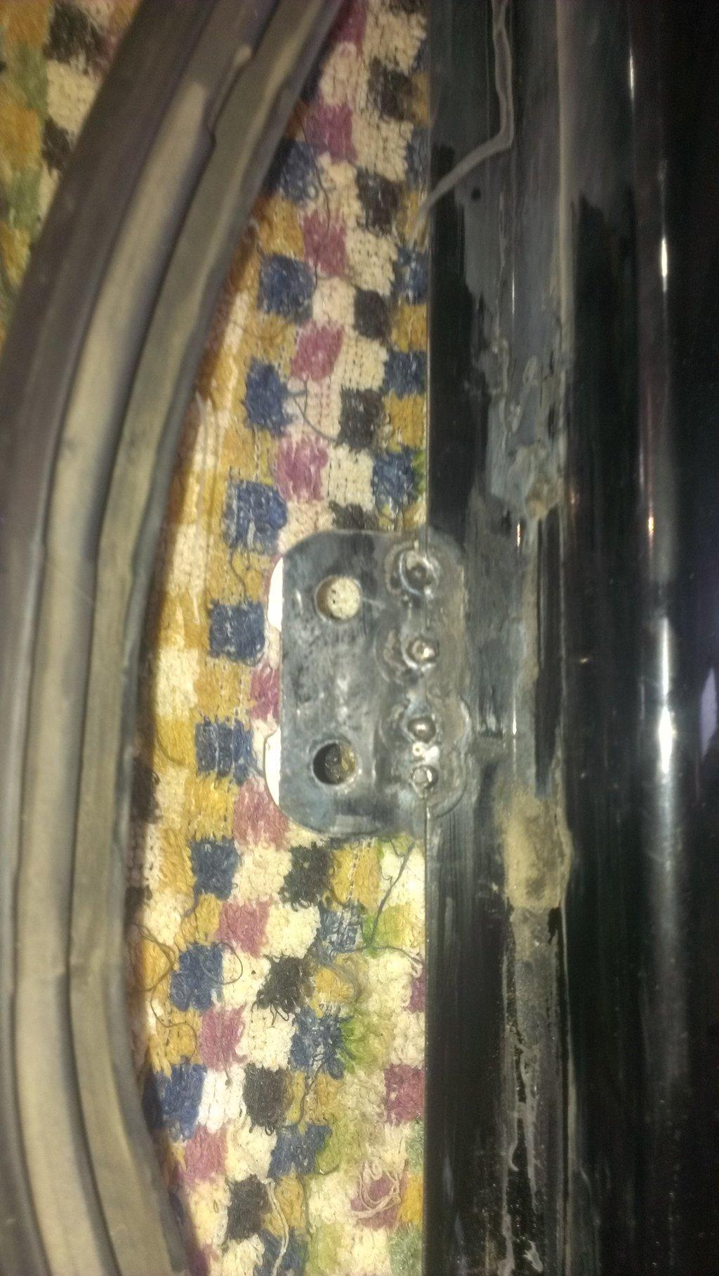ремонт крепления кранштейна и затвора бокового стекла