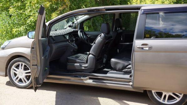 Toyota Isis 2009 - отзыв владельца