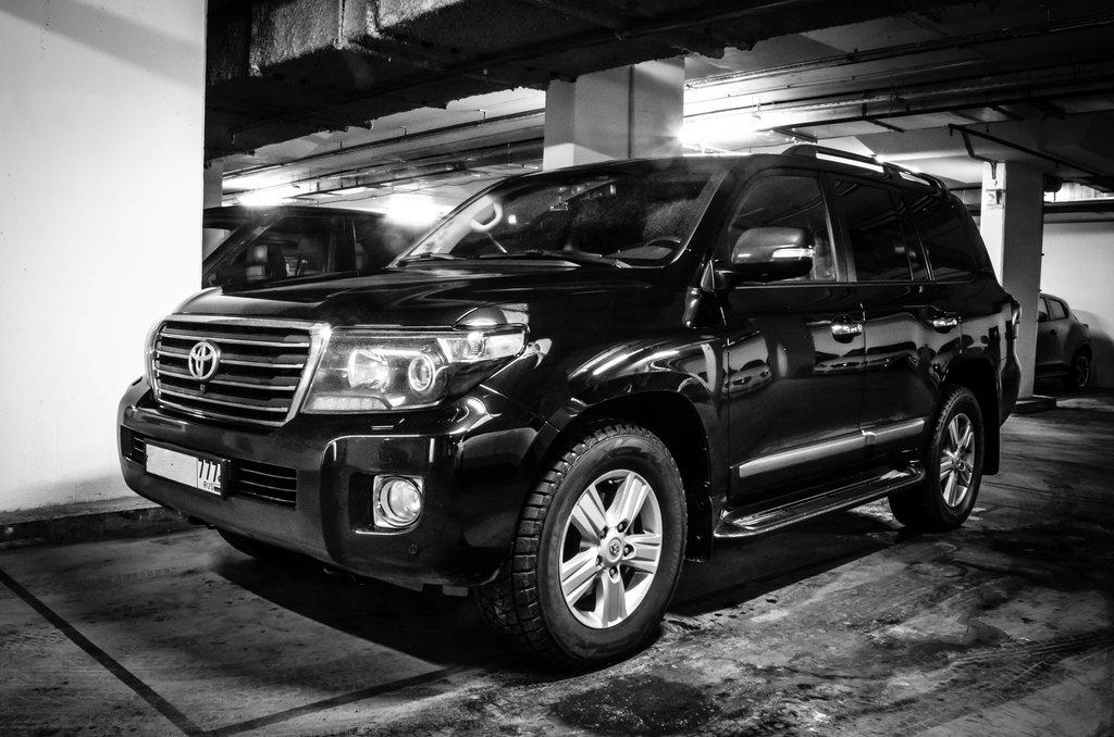 Черной машине к лицу ч/б фото