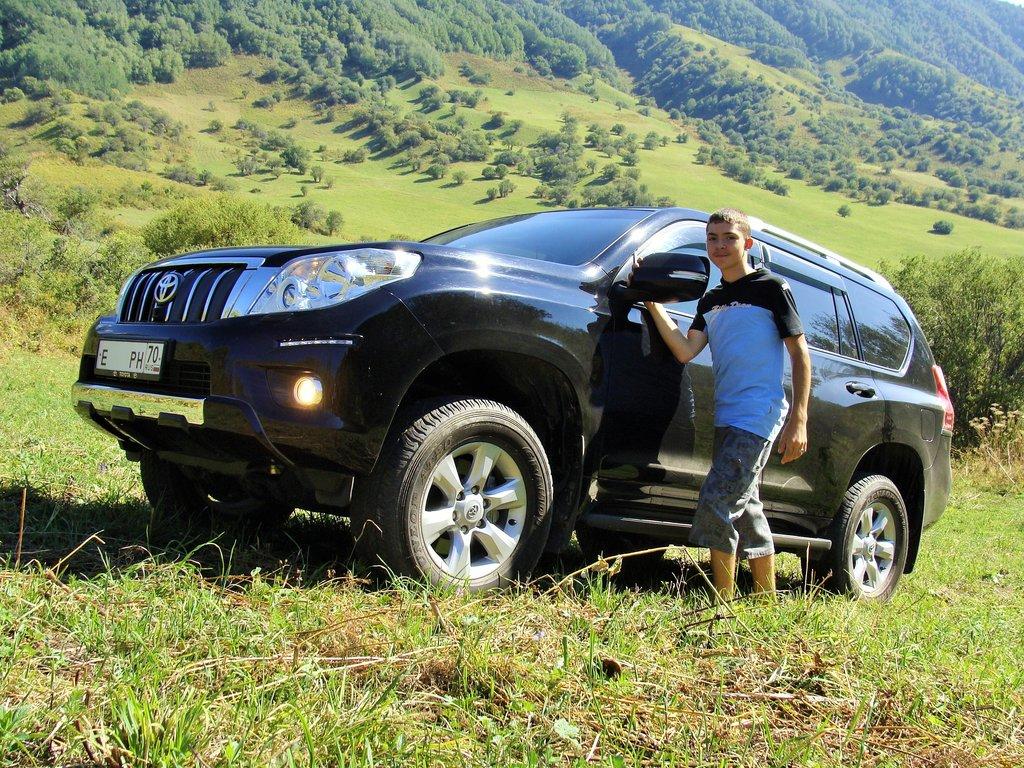 В горах Алатау, ехать можно пока не испугаешься высоты, выручает передняя камера.
