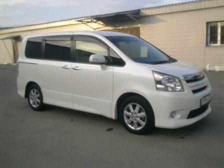 Toyota Noah 2010 - отзыв владельца