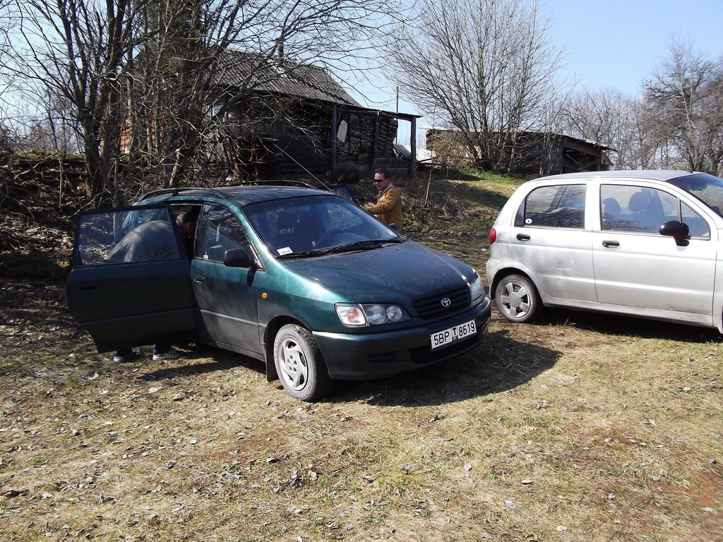24 апреля 2011 года. Пасха. Деревня Лысая Гара в окрестностях Минска. Одна из первых поездок на вновь приобретенной машине.