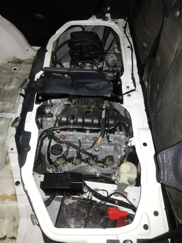 Доступ к двигателю с левой стороны