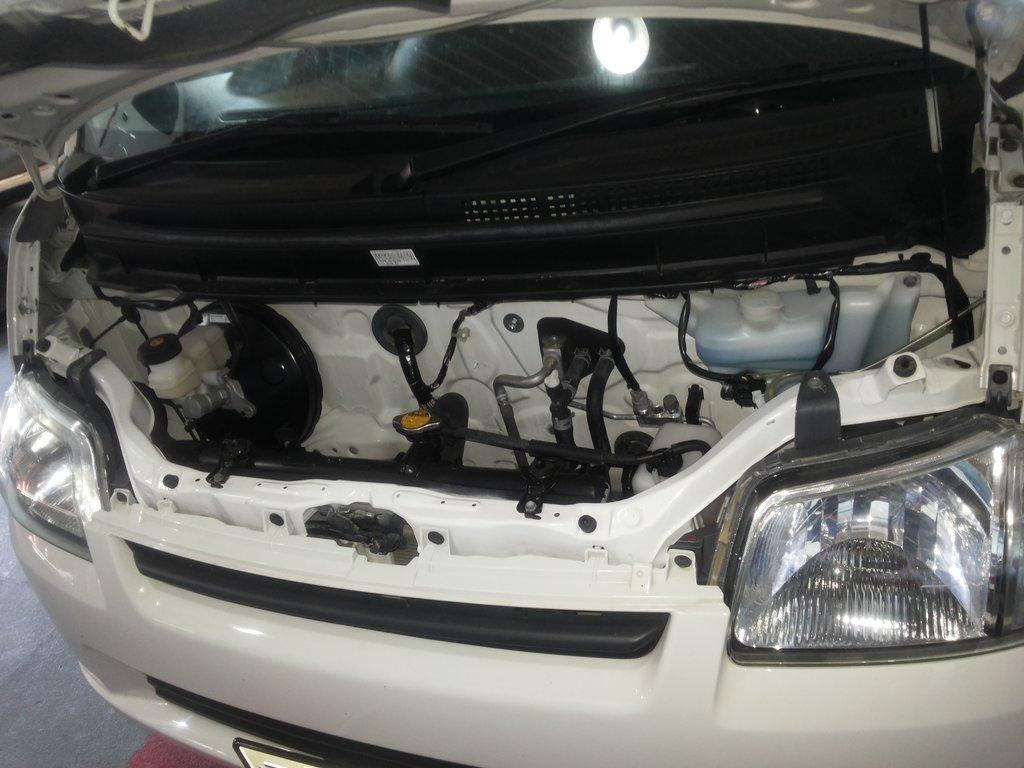 Под капотом нет двигателя :)