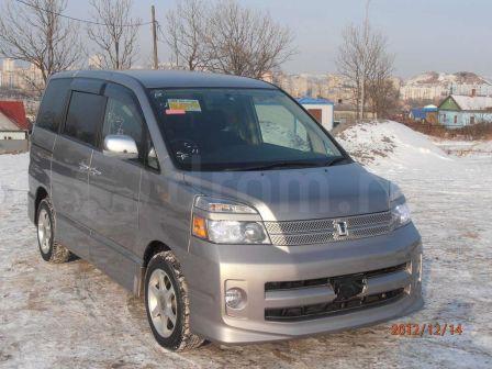 Toyota Voxy 2007 - отзыв владельца