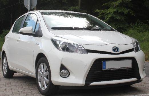 Toyota Yaris 2013 - отзыв владельца