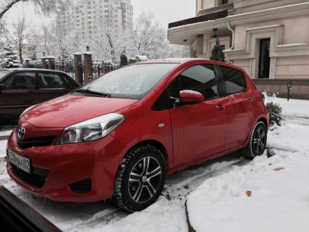 Toyota Yaris 2012 - отзыв владельца