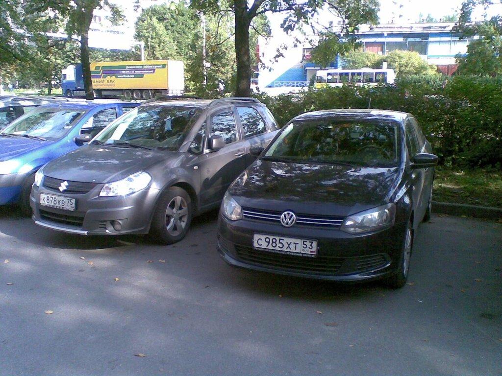 выдают меня новгородские номера))))