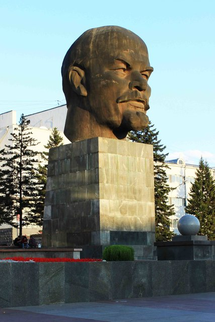 Эконом памятник Волна в камне Комсомольск памятники и оградки на могилу тольятти