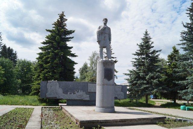 Резные памятники Белая Холуница цены на памятники на могилу в астрахани