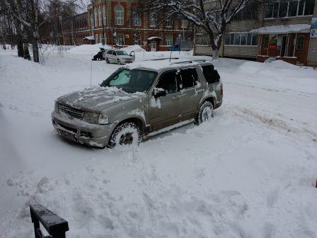 Ford Explorer 2004 - отзыв владельца