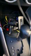 Вот такое нагромождение получается, если в прикуриватель вставить разветвитель, а в него трансмиттер с проводом jack-jack и видеорегистратор